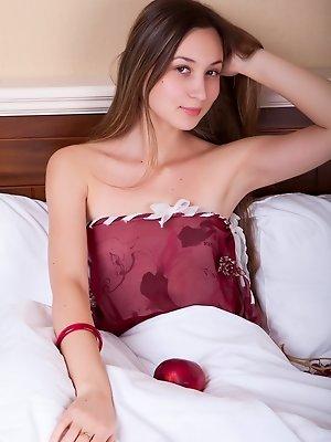 Amazing naked beauty